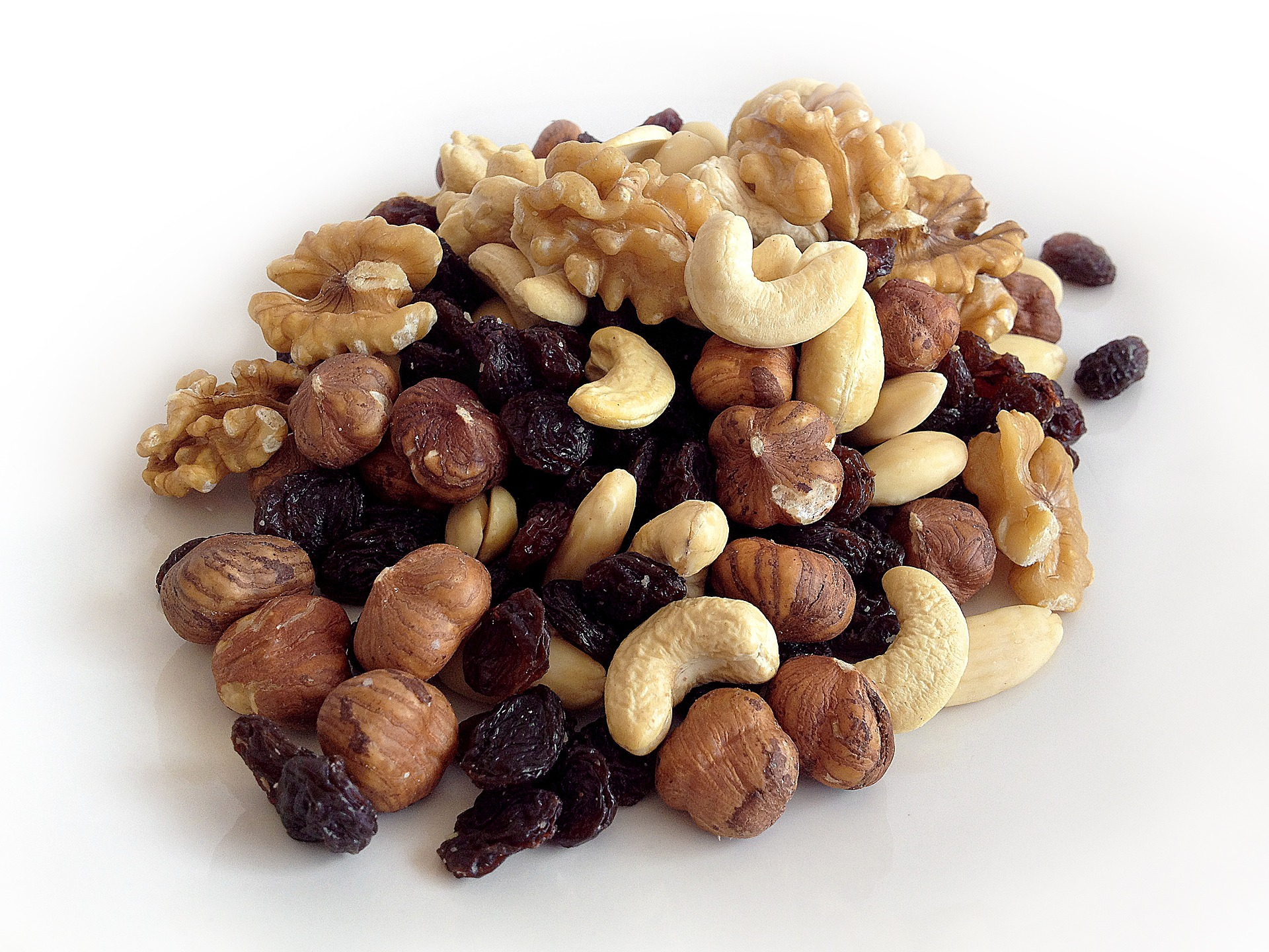 Study Suggests Nut Consumption May Lower Colon Cancer Risk