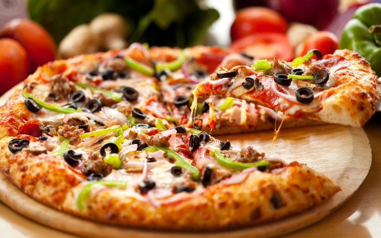 6 Crazy Tips To Throw A Mouth Watering Pizza Party At Home